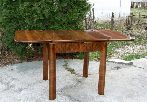 Art deco extendable dining table. Seats 4 to 8.